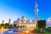 Mešita v abu dhabi v noci — Stock fotografie