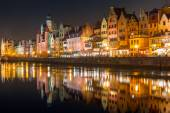 Old town of Gdansk with ancient crane at night — Foto Stock