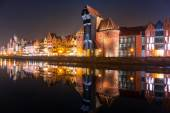 Old town of Gdansk with ancient crane at night — Foto de Stock