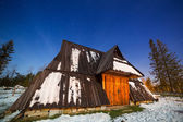 Wooden shelter in Tatra mountains at night — Stock Photo
