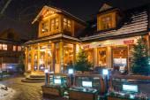 Traditional cottage house on the Krupowki street in Zakopane — Stock Photo