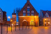 Architecture of the old town in Gdansk at night — Stock Photo
