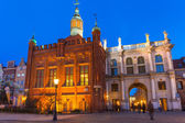 Golden Gate to the old town of Gdansk at night — Stock Photo