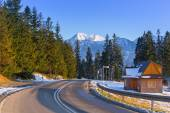 Road in Tatra mountains at winter time — Stock Photo