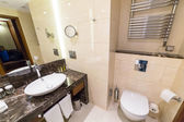 Luxury bathroom of DoubleTree by Hilton Hotel — Stock Photo