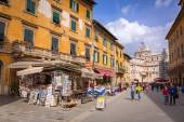 Architecture of Pisa city with traditional narrow streets, Italy — Stock Photo
