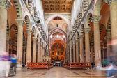 Interiores de la catedral en la torre inclinada de Pisa — Foto de Stock