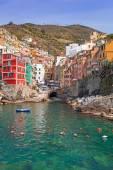 Riomaggiore town on the coast of Ligurian Sea — Stock Photo
