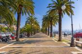 People on the promenade at Ligurian Sea in La Spezia — Stock Photo