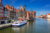 Old town of Gdansk with reflection in Motlawa river — Стоковое фото