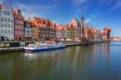 Old town of Gdansk with reflection in Motlawa river — Stock Photo