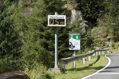 Wait Malta High Alpine Road — Stock Photo