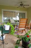 Patio and garden of family home — Foto Stock
