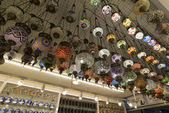 ISTANBUL - September, 20 Lamp shop with colorful lanterns in  souvenir shop, Turkey — Stock Photo