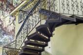 Metal stairs outside the building — Stockfoto