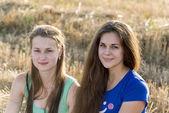 Two teen girl outdoors — Stock Photo