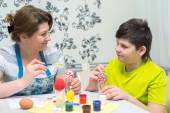 Mom and son paint Easter eggs — Stock Photo