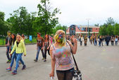 MOSCOW, RUSSIA - MAY 23, 2015: Festival of colors Holi in the Luzhniki Stadium. Roots of this fest are in India, where it called Holi Fest. Now russian people celebrate it too. — Stock Photo