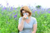 Adult woman with allergies on the Meadow — Stock Photo