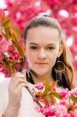 A young woman in a spring park  — Stock Photo