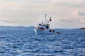 Old fishing boat in Adriatic sea — Stockfoto