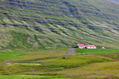 Icelandic Nature Landscape with Mountains and Dwellings — Stock Photo