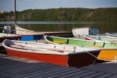 Color Wooden Boats with Paddles in a Lake — Stock Photo