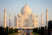 Tourists near Taj Mahal — Stock Photo