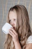 Красивая маленькая девочка — Стоковое фото