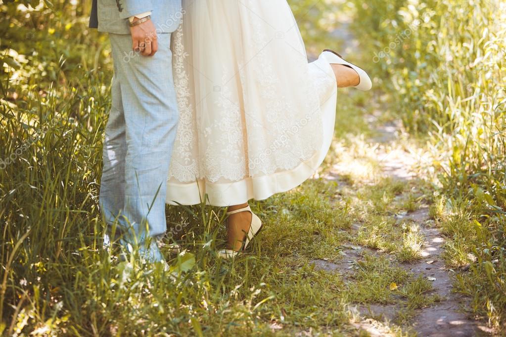 Невеста подняла ногу фото фото 404-260