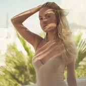 Blonde in the sun — Stock Photo