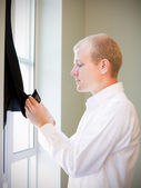 Caucasian groom checking his jacket, getting ready for his weddi — Stockfoto