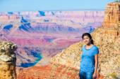 Young teen girl standing at the Grand Canyon — Stock Photo