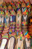 Traditional shoes of Rajasthan called Jutti for sale — Stockfoto