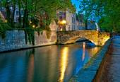 Buildings along a canal in Bruges — Stock Photo