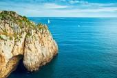 Bir Akdeniz Adası kıyı şeridi — Stok fotoğraf