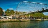 Zubizuri Bridge in Bilbao, Spain — 图库照片