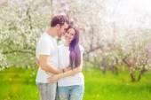 Happy young couple in the garden — Foto de Stock