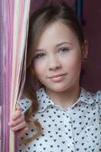 Портрет улыбаясь красивая девушка блондинка — Стоковое фото