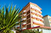 Apartment block architecture with balkony at blue sky — Stock Photo
