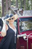 Attractive Woman in Twenties Outfit Near Antique Automobile — Stock Photo