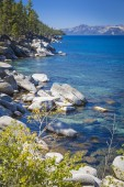 Beautiful Shoreline of Lake Tahoe — Stock Photo