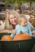 Young Mother and Daughter Enjoys the Pumpkin Patch — Stock Photo