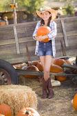 Pretty Preteen Girl Portrait at the Pumpkin Patch — Stock Photo