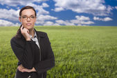 Confident Woman in Grass Field Looking At Camera — Stock Photo