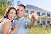 Military Couple with House Keys In Front of New Home — Stock Photo