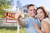 Military Couple In Front of Home, House Keys and Sign — Stock Photo