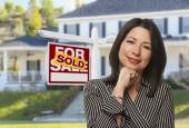 Hispanic Woman in Front of Sold Sign and House — Stock Photo