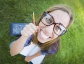 Groothoek van vrij jonge vrouw met boeken en potlood — Stockfoto