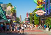 People at the Universal Orlando Resort theme parks — Stock Photo